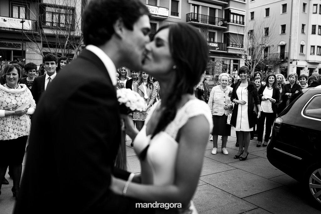 Beso de boda. Ayuntamiento de Irún