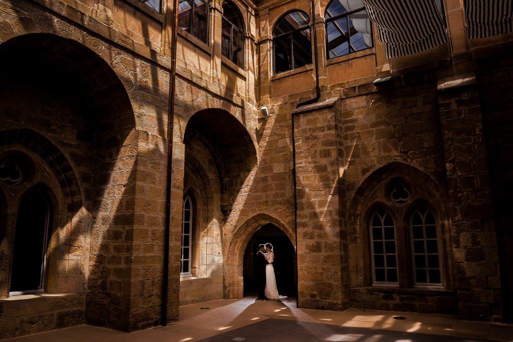 foto de pareja en monasterio del espino