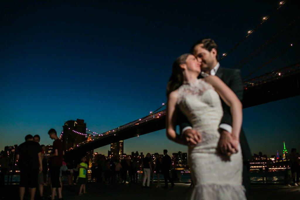 Foto de boda en puente de Brooklyn. Nueva York